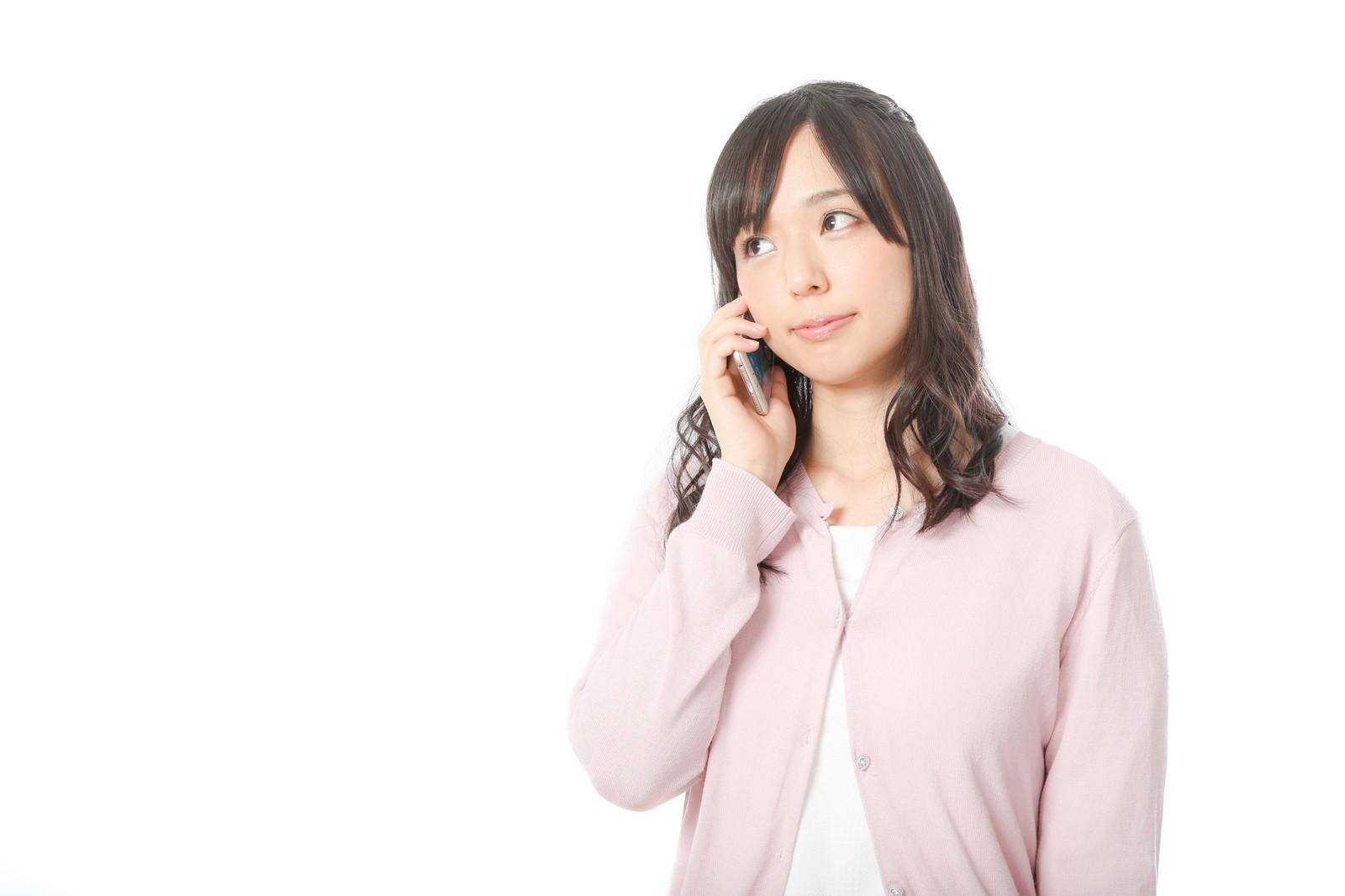 ピュレストの解約するために電話する女性